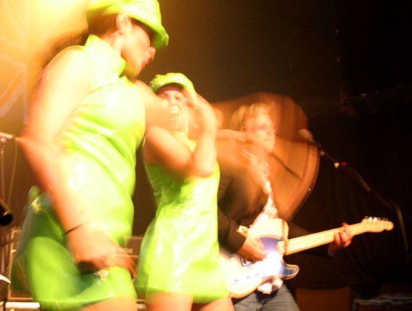http://www.theraveups.com/gallery/2006-08-13_BIN3/BIN3-Move.jpg